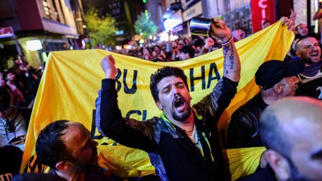 Opponents to challenge Turkey 'Yes' vote