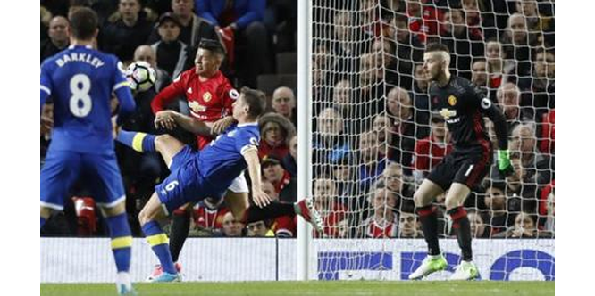 EPL: Late Ibra strike saves United, Foxes continue winning