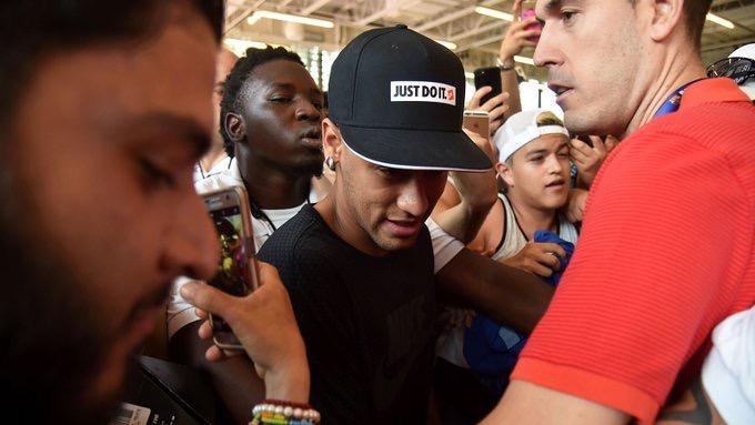 Neymar lands in Dubai amid PSG rumours