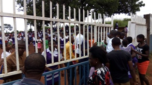 VIDEO: Panic in Enugu as schools shut down over rumoured military medical outreach (PHOTOS)