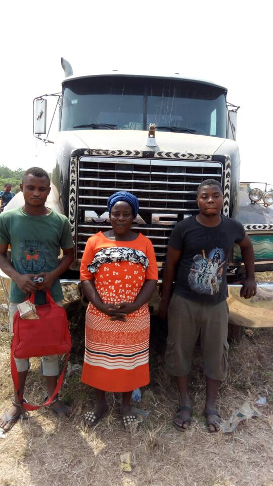 Three arrested for hijacking truck of rice with toy gun (PHOTO)